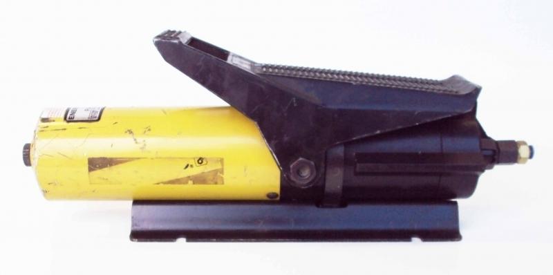 marca: Enerpac <br/>modelo: PA133 <br/>pressão de trabalho: 60-120 PSI <br/>estado: necessita manutenção