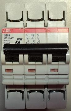 Disjuntor (modelo: S283)