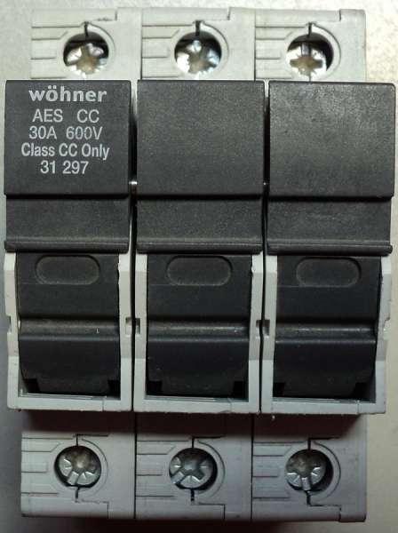 marca: Wohner <br/>modelo: 30A 600V tripolar <br/>estado: seminovo