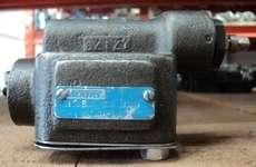 marca: VICKERS modelo: CG03B10 H07S 175068 estado: usada