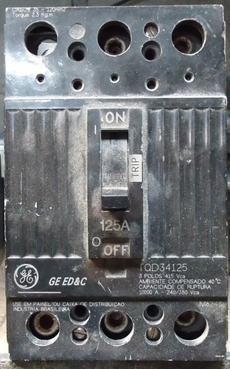 Disjuntor (modelo: TQD34125 125A)