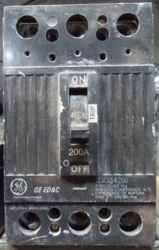 Disjuntor (modelo: 200A)