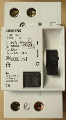 marca: Siemens modelo: 5SM1317080A estado: novo