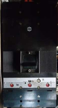 marca: Sace modelo: 800A, caixa moldada estado: usado