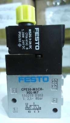 Válvula pneumática (modelo: CPE10-M1CH-3GL-M7 550233)